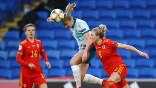 Match action, Rhiannon Roberts tries to challenge for the ball