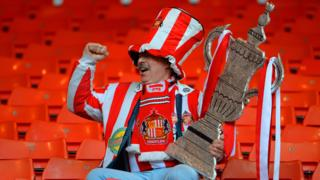 Sunderland fan with a tin foil FA Cup