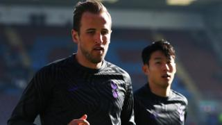 Harry Kane and Son Heung-Min warm up