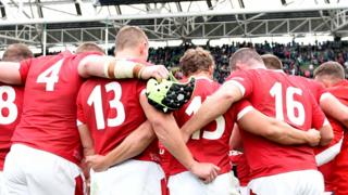 Wales rugby huddle