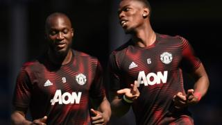 Romelu Lukaku and Paul Pogba warm up at Goodison