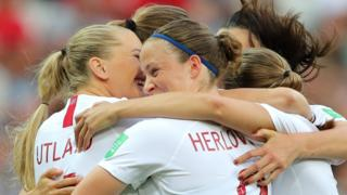 Norway's players celebrate Caroline Graham Hansen's goal