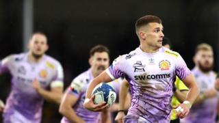 Henry Slade runs with the ball