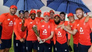 England celebrate with the series trophy