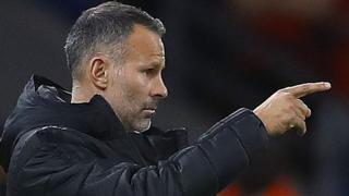 Ryan Giggs makes a point to his Wales players