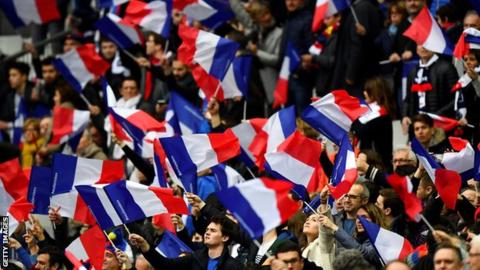 French clubs vote to keep national coach local