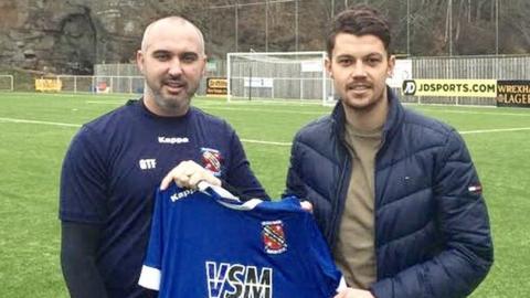 Bangor boss Gary Taylor-Fletcher and new signing Alex Darlington