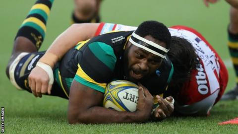 Api Ratuniyarawa is tackled by a Gloucester player