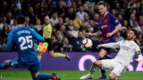 Ivan Rakitic scores for Barcelona against Real Madrid