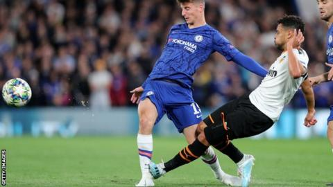 Mason Mount in a challenge with Francis Coquelin