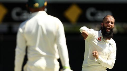 England's Moeen Ali removes Usman Khawaja