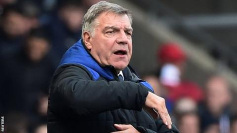 Everton striker Rooney: Allardyce has players' support