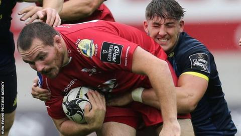 Ken Owens in action for Scarlets against Munster