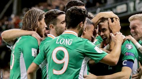 Republic of Ireland players run to congratulate goalscorer Seamus Coleman