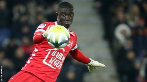Goalkeeper Mamdaou Samassa