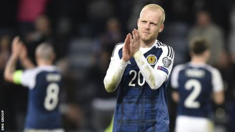 Scotland striker Steven Naismith agrees to join Hearts