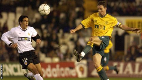 Paul Lambert playing for Celtic against Valencia in 2001