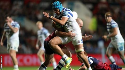 Zach Mercer in action for Bath Rugby