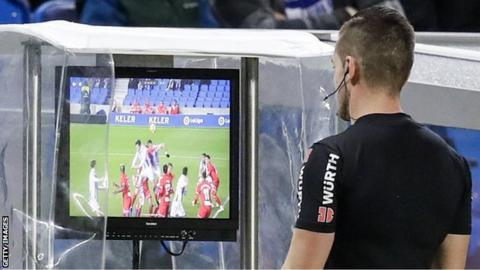 Referee using VAR