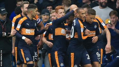Newcastle celebrate Dwight Gayle goal