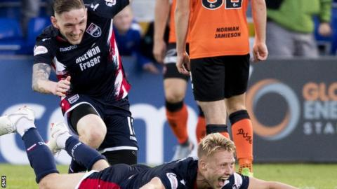 Ross County's Jamie Lindsay celebrates his goal with Declan McManus