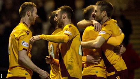 Motherwell celebrate a late goal by Stephen Pearson (left)