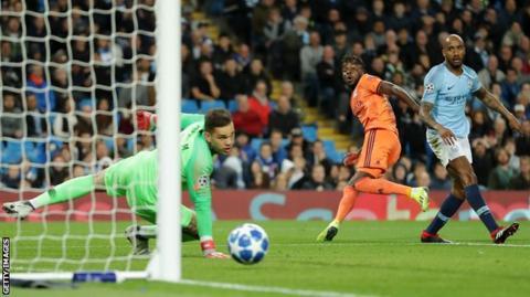 Maxwel Cornet puts Lyon in front