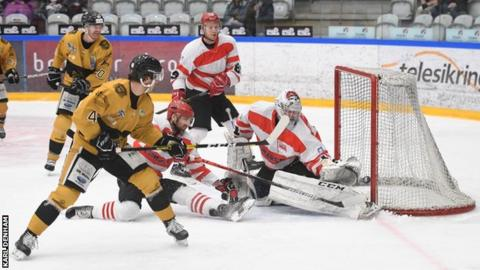 Continental Cup: Nottingham Panthers beat Krakow to keep hopes alive