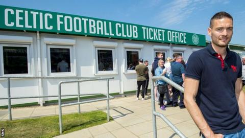 Craig Gordon visits Celtic's ticket office