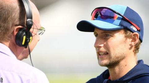 Joe Root speaks to Jonathan Agnew after the third Test