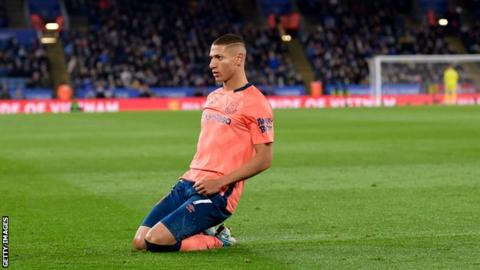 Everton fans celebrate confirmed new Richarlison deal