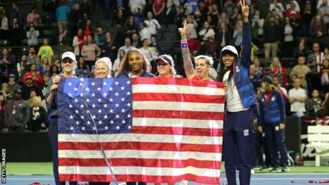 U.S. Fed Cup team steps out in black and gold