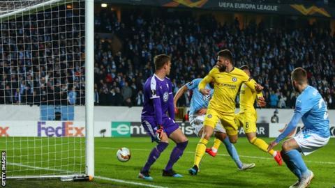 Olivier Giroud scores