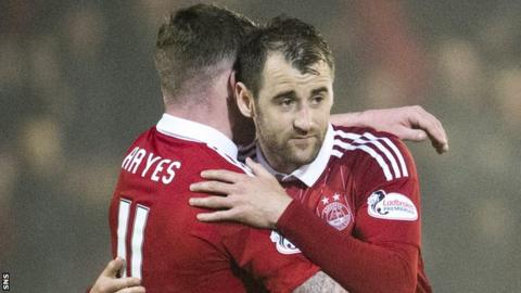 Jonny Hayes and Niall McGinn celebrate with Aberdeen