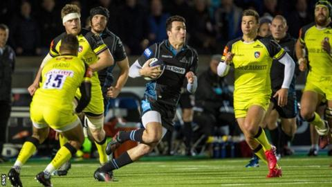 Leonardo Sarto playing for Glasgow Warriors against Leicester Tigers