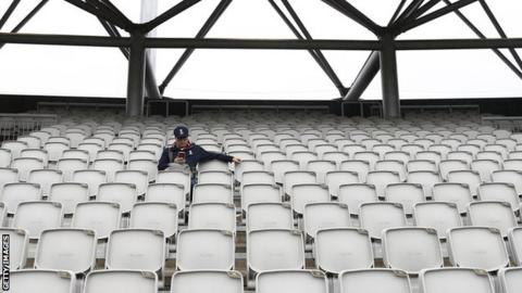 Ashes 2019: Rain delays third day's play between England and