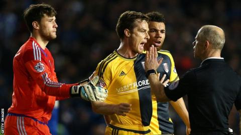 Fulham players Marcus Bettinelli, Scott Parker, Ryan Fredericks and referee Andy Woolmer