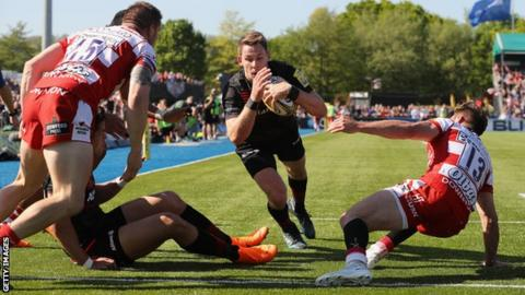 Liam Williams dives to score a try
