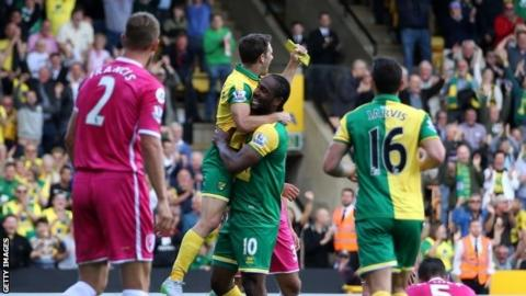 Cameron Jerome and Wes Hoolahan celebrate