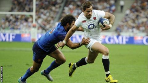 Danny Cipriani on the attack against France