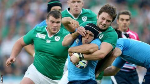 Peter O'Mahony and Iain Henderson in action against Edoardo Gori of Italy