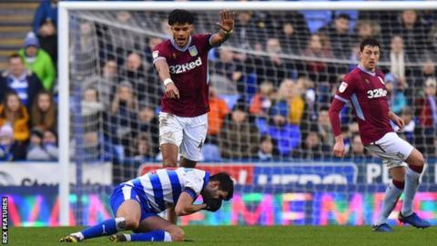Tyrone Mears draws attention to Nelson Oliveira's injury