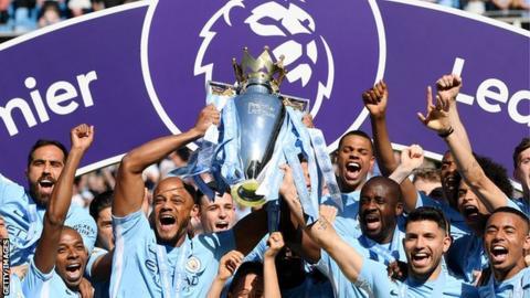 Vincent Kompany lifts the Premier League title