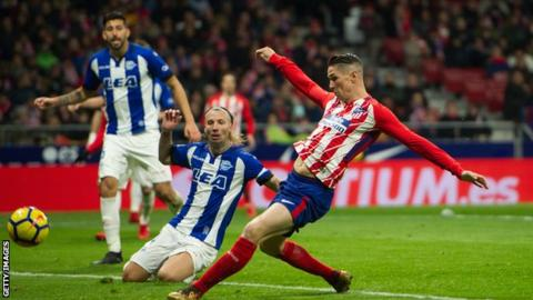 La Liga round-up: Fernando Torres gives Atletico Madrid narrow win