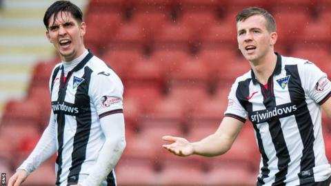 Jackson Longridge (left) and Louis Longridge in action for Dunfermline