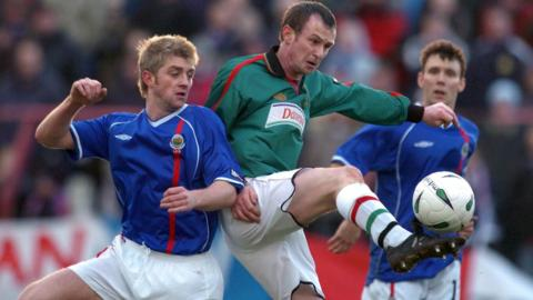 After a club career which took him to clubs in England, Scotland and the USA, O'Neill returned to Northern Ireland to play for Belfast club Glentoran
