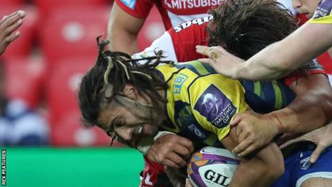Josh Navidi is halted by Gloucester
