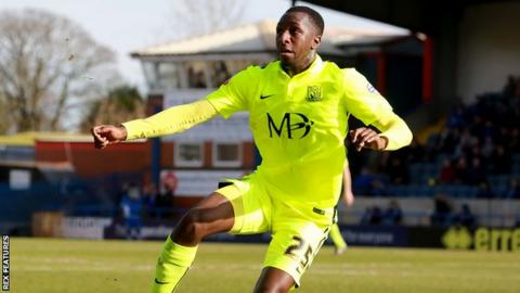 Glen Kamara in action for Southend