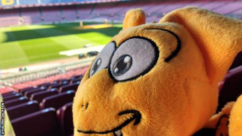 Valencia's spy takes selfie inside Barcelona's stadium