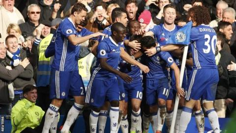 Chelsea players celebrate Eden Hazard's goal